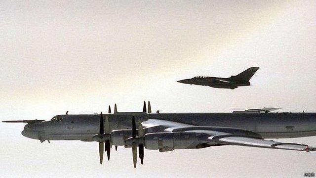Британські винищувачі знову перехоплювали російські бомбардувальники