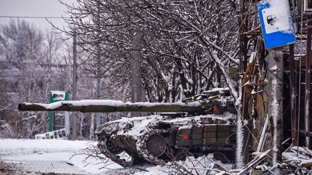 Українські бійці перешкодили терористам врятувати підбитий російський танк