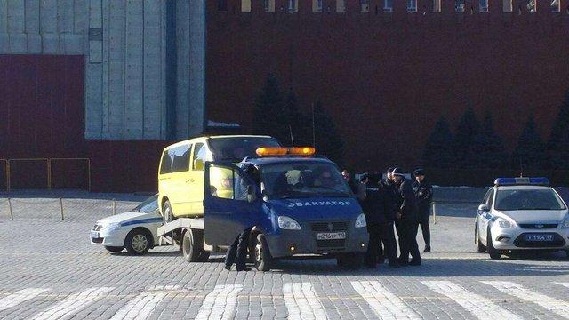 Синьо-жовта автодефіляда на Красній площі