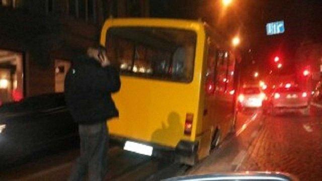 Львівська маршрутка на ходу знову загубила колесо