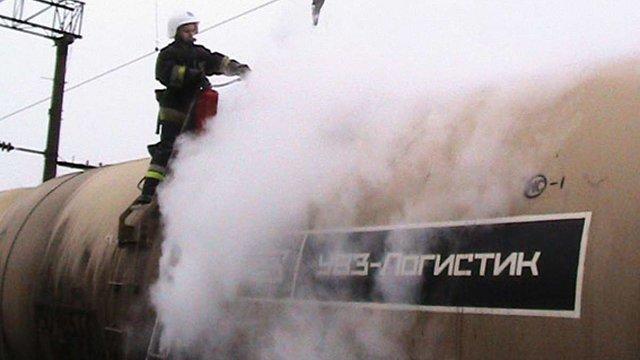 На Львівській залізниці на цистерні з дизпаливом згорів 27-річний чоловік