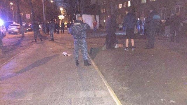 У Львові чоловік у камуфляжі порізав ножем трьох хлопців