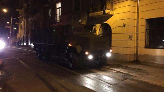 До будівлі «Укрнафти» під'їхали ще 40 озброєних людей
