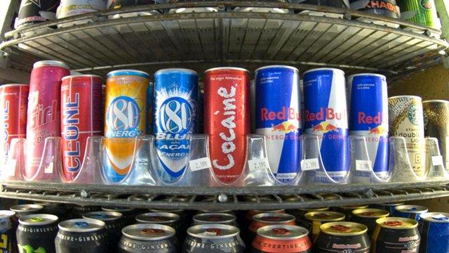 Українським підліткам заборонять вживання енергетичних напоїв
