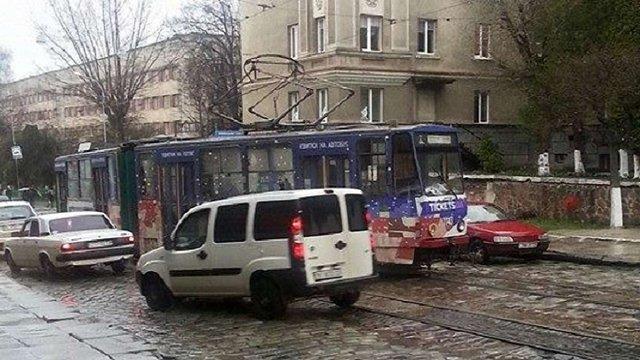 Неподалік Личаківського кладовища у Львові зійшов з рейок трамвай