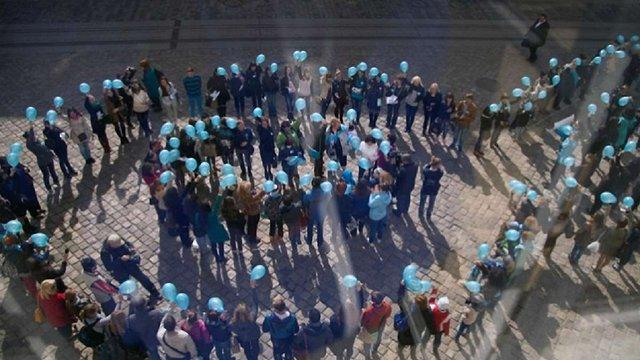 На підтримку людей з аутизмом у Львові синім підсвітять Ратушу й Оперний театр