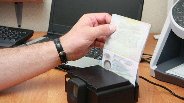 Міграційна служба попередила про затримку в оформленні біометричних паспортів
