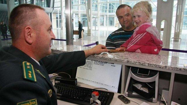 Відтепер львів'яни без черги можуть отримати дитячий документ для виїзду за кордон
