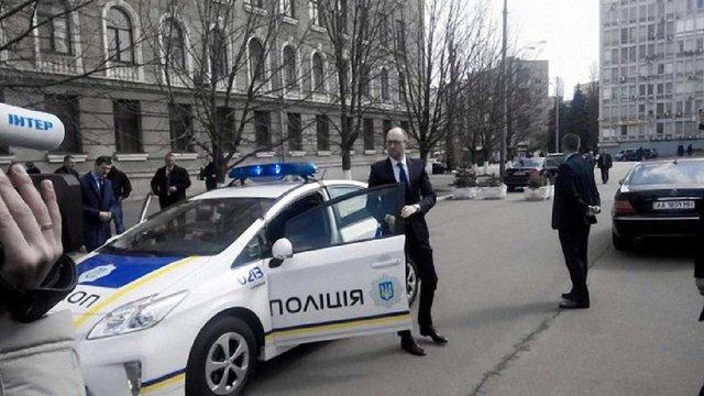 У Києві Яценюк і Аваков випробували авто для нової патрульної служби