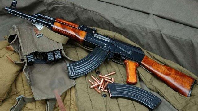 У Дніпропетровську в приміщенні стрип-клубу знайшли арсенал зброї