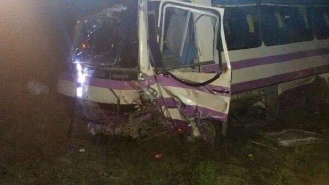 На виїзді зі Львова зіткнулася маршрутка із легковим автомобілем: є постраждалі