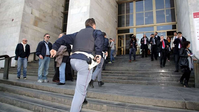 У Мілані підозрюваний у шахрайстві розстріляв свідків у приміщенні суду