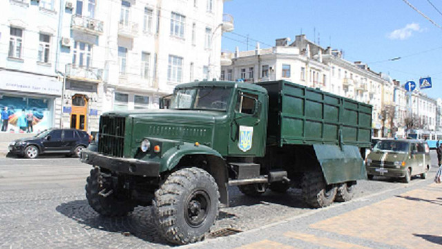 Вінницькі волонтери відправили на Донбас відремонтований КрАЗ