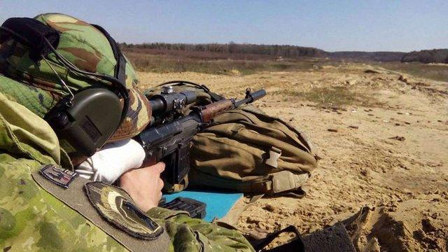 Українські волонтери вперше організували навчання для снайперів