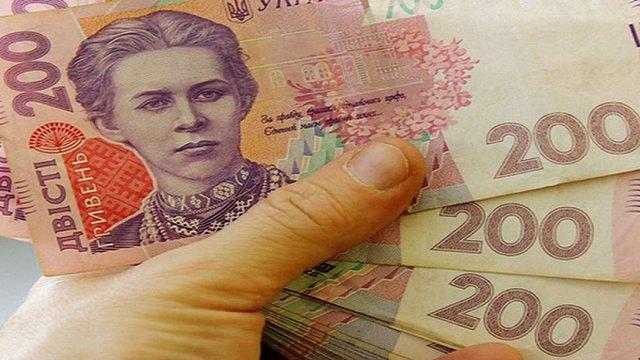На Львівщині в.о. сільського голови преміювала себе та двох колег на 30 тис. грн