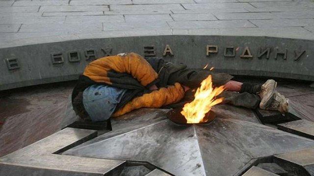 У Петербурзі п'яний молодик ледь не згорів біля Вічного вогню