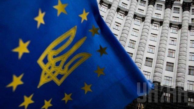Уряд має намір підвищити зарплати держслужбовцям в Україні  за кошти ЄС
