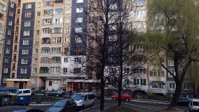 У Львові з вікна багатоповерхівки через депресію викинувся 22-річний студент