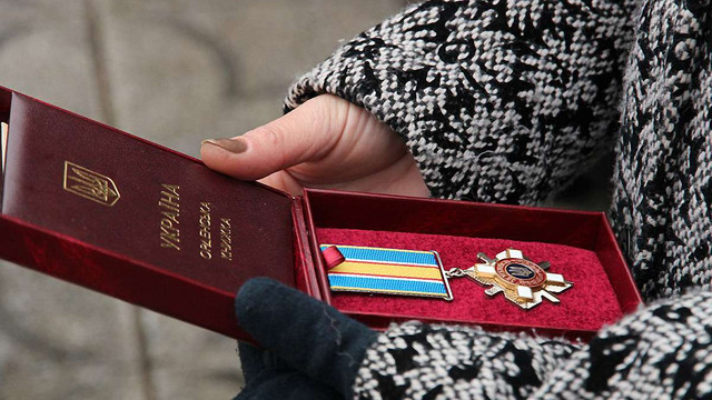13 львівських десантників Порошенко посмертно нагородив орденами за мужність