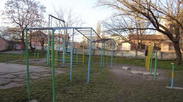 31-річний львів'янин повісився на шкільному спортмайданчику
