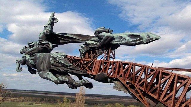 На Львівщині шукачі металу зруйнували пам'ятник «Олеські коні»