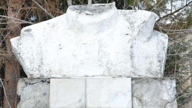 У російському Біробіджані зруйнували погруддя Леніна