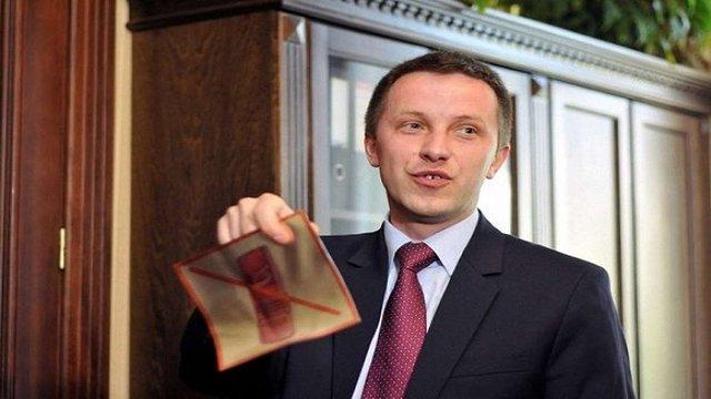 Головний юрист  Львівщини показав таємну кімнату з душем, шкіряними диванами та баром
