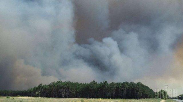 Лісова пожежа поширюється у бік Чорнобильської АЕС, - Аваков