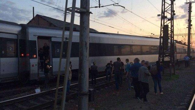 Швидкісний поїзд Hundai маршруту Харків - Київ зійшов з рейок