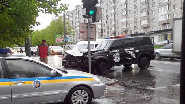 У Львові під час зіткнення із автомобілем охоронної фірми травмувалося двоє людей