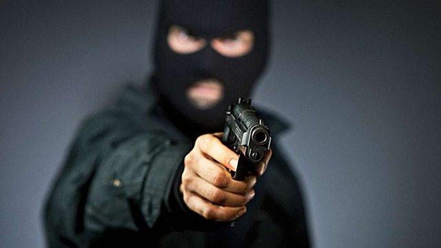 Львів'янина засудили на 7 років за розбійний напад та пограбування жінки