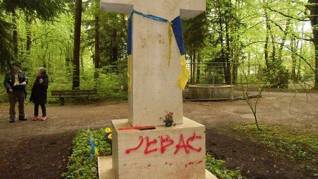 На могилі Степана Бандери хочуть встановити сигналізацію
