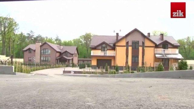 Журналісти зловили заступника міністра МВС Сергія Чеботаря на брехні про будинок
