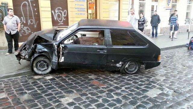 Львівська сім'я, яку на тротуарі збив автомобіль, шукає очевидців ДТП