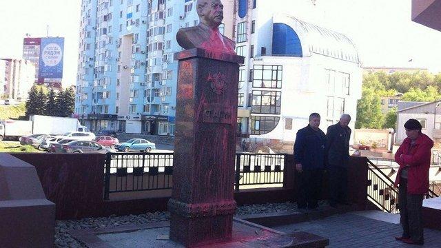 У російському Липецьку облили фарбою пам'ятник Сталіну