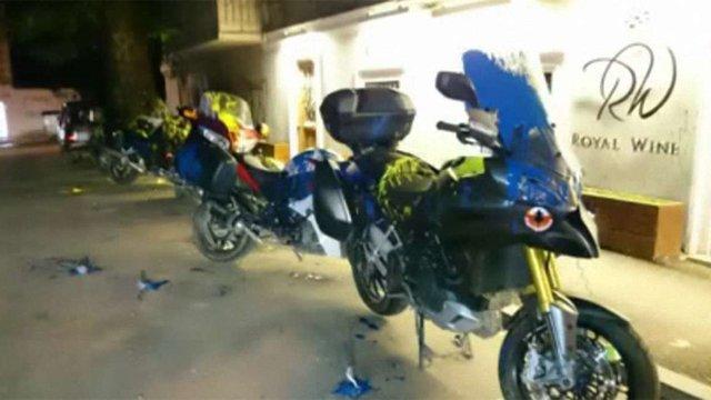 У Тбілісі мотоцикли з РФ облили синьою і жовтою фарбами (відео)