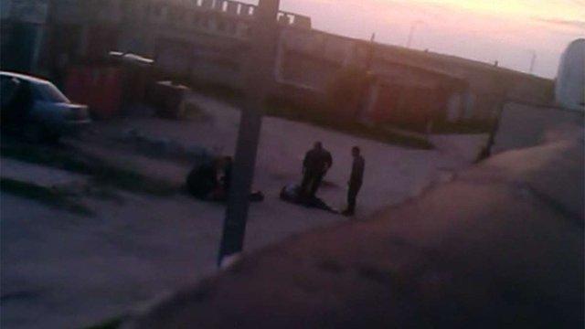 У мережі з'явилося відео жорстокого побиття затриманих харківськими міліціонерами