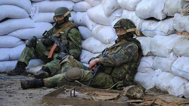 У зоні АТО на Донбасі загинув один військовий, ще троє поранені, - штаб АТО