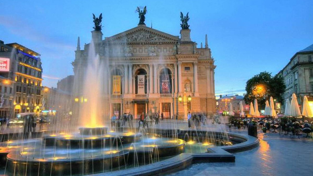 У львівській  Опері обурені великою кількістю повісток про мобілізацію