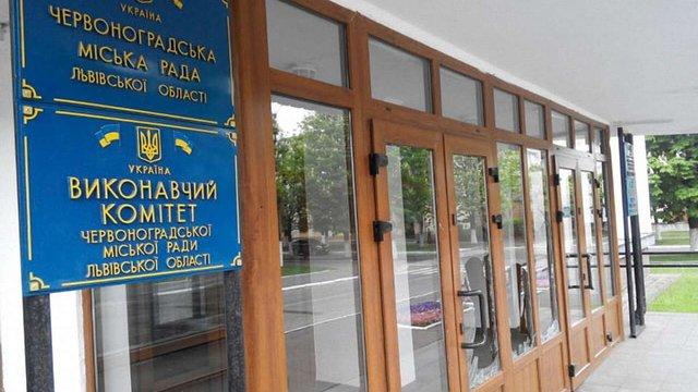 У Червонограді невстановлений чоловік влаштував погром у міській раді