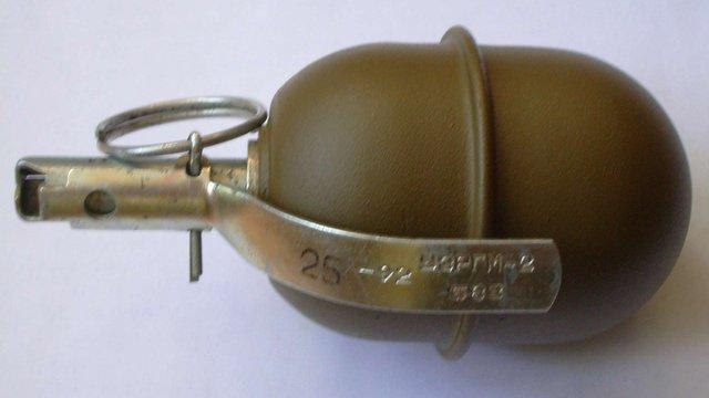 У Мукачевому біля автостанції чоловік продавав бойову гранату