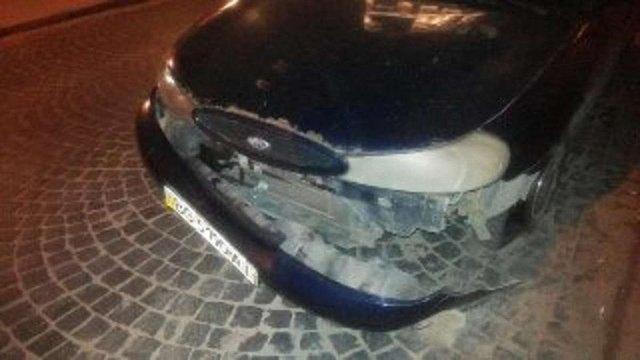 У Львові вночі затримали п'яного водія, який пошкодив два автомобілі