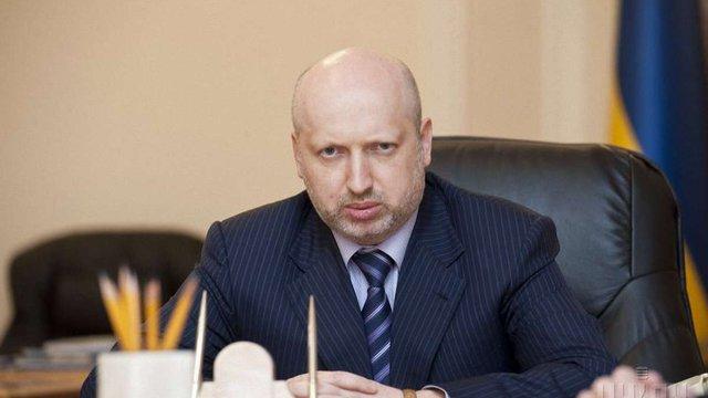 Турчинов розповів подробиці про зброю, яку Росія стягує до Криму