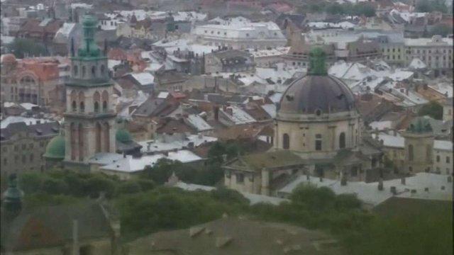 Заміна черепичних дахів на бляшані спотворює панораму Львова