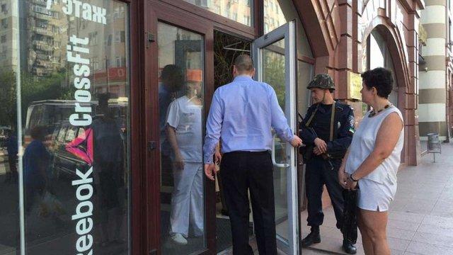 В Одесі чоловік з вибухівкою захопив у аптеці двох заручниць