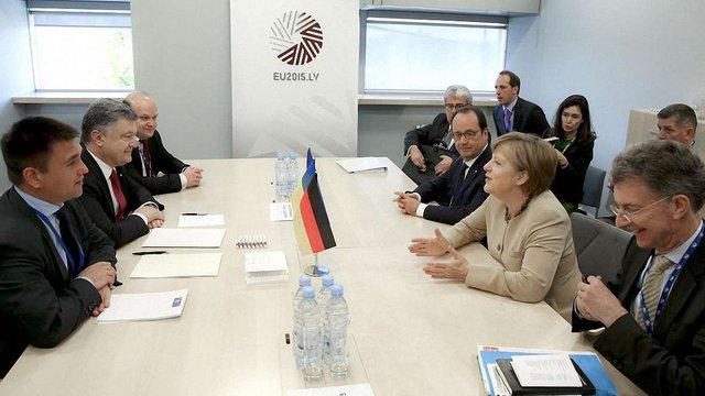 Меркель побачила чіткі безвізові перспективи для України