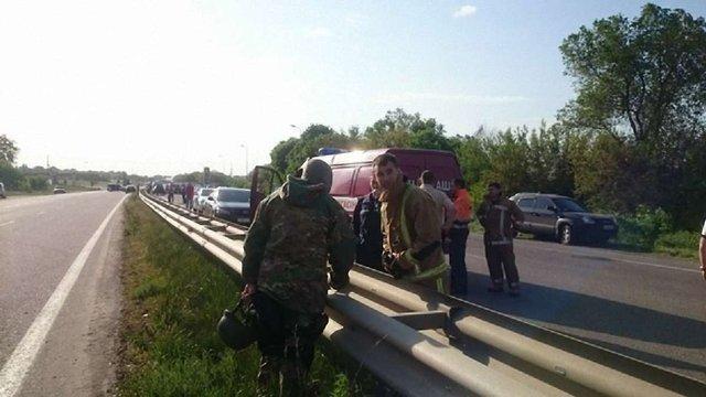 На Харківщині вбивця двох людей утримує трьох заручників і вимагає коридор у зону АТО