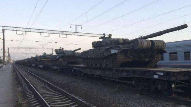 Росія збирає війська на кордоні з Україною, - Reuters