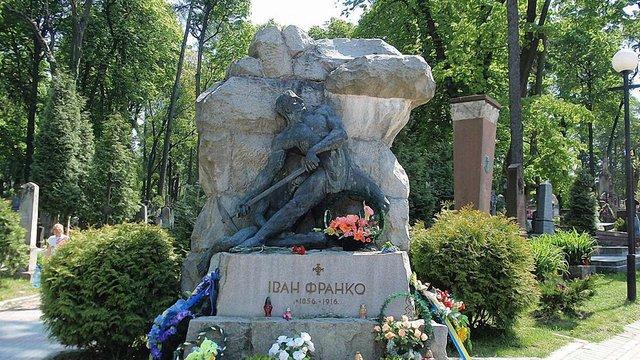 Львів'ян закликають жертвувати кошти на реставрацію надгробка Франку