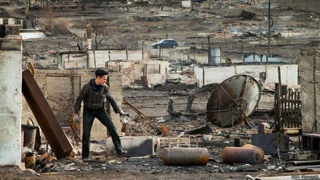 Відбудова спалених будинків у російській Хакасії зупинена через страйк